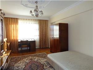 Apartament  3 camere si spatiu comercial de vanzare, zona Victoriei