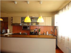 Apartament cu 3 camere de vanzare, zona Cantemir - Sibiu