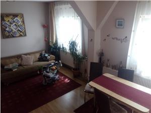 Mansarda 3 camere de vanzare in Sibiu, zona Cedonia
