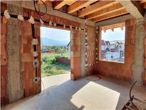 Casa cu 1200 mp teren, de vanzare pe Calea Cisnadiei