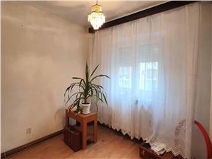 Apartament 2 camere decomandate etaj 1 pe Mihai Viteazul