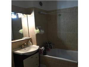 Apartament 3 camere semidecomandat zona Dumbravii