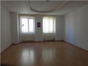 Apartament 3 camere de vanzare in zona ultracentrala