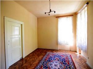 Apartament la casa cu teren, zona Parcul Sub Arini