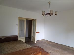 Apartament 3 camere decomandate la vila, de vanzare in Sibiu