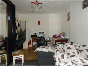 Apartament 3  camere decomandate de vanzare in Vasile Aaron  Sibiu