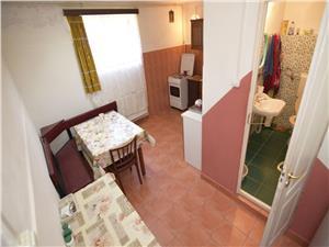 Apartament 7 camere la casa in zona Lupeni